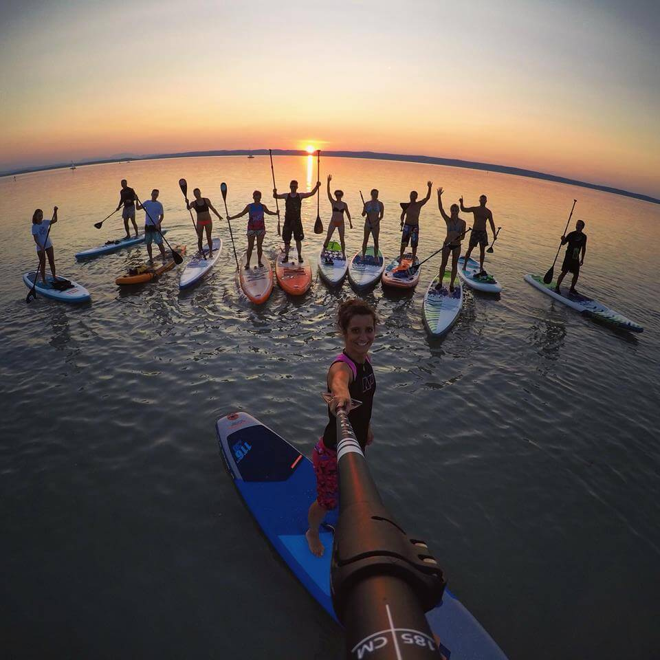neonmars-zazi-super-leto-na-paddleboarde-5-must-have-zazitkov-sunset-session